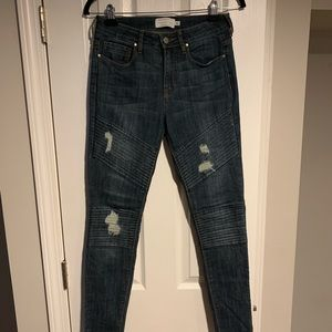 Kendall & Kylie new blue distressed jeans size 27